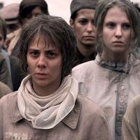 Film 8 hlav šílenství s Anetou Langerovou v hlavní roli ruské básnířky Anny Barkovové je hotov. Do kin přijde letos na podzim