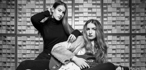 Alžbeta &Júlia představují svůj první singl Zámky lásky